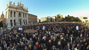 """Decenas de miles de """"sardinas"""" invaden Roma y se le plantan al neofascismo"""