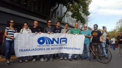 Los trabajadores de la agencia Noticias Argentinas realizan una huelga
