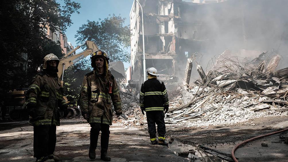 Controlan el incendio en distribuidora que obligó a evacuar a unos cien vecinos