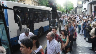 Segundo día de paro en más de 60 líneas por un conflicto en la UTA