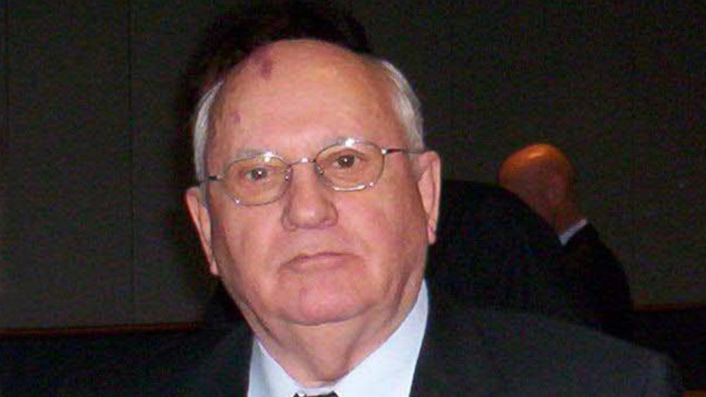 Gorbachov fue hospitalizado en Moscú con un cuadro de neumonía