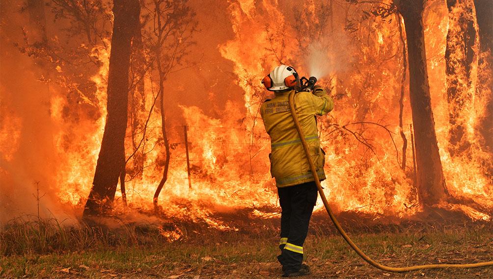 Vientos de más de 80 kilómetros por hora y altas temperaturas agravan los incendios