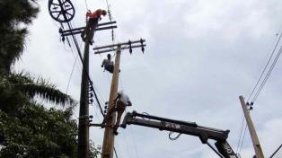 Un fuerte temporal dejó sin luz a gran parte de Asunción y hay al menos una persona fallecida