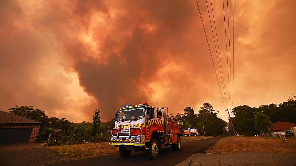 Extienden el estado de desastre por los incendios y llaman a evacuar
