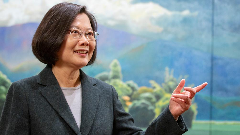 Favorecida por la rebeldía en Hong Kong, la presidenta fue reelecta por 20 puntos