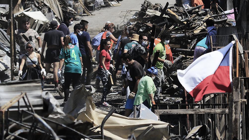 Ya son 245 las casas afectadas por el mega incendio en Valparaíso