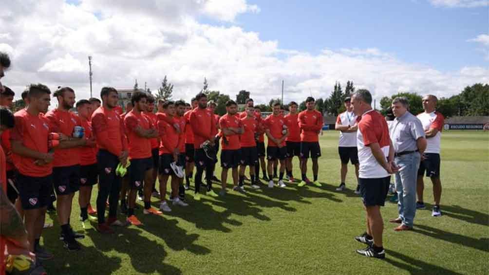 Pusineri fue presentado al plantel como nuevo entrenador de Independiente