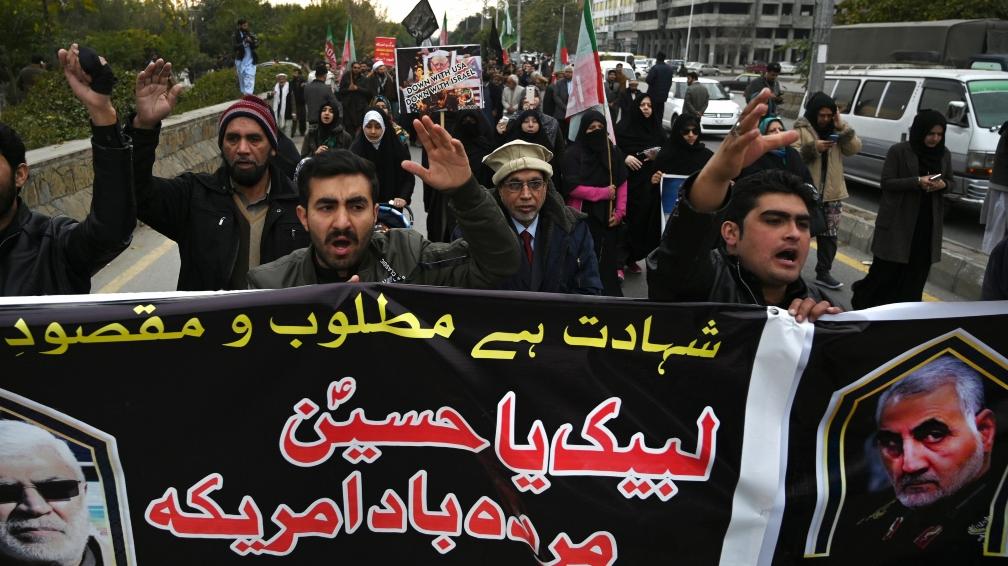 Miles de personas lloran la muerte del comandante Soleimani