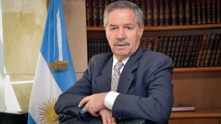 Solá le encomendó al embajador en Uruguay profundizar la relación bilateral