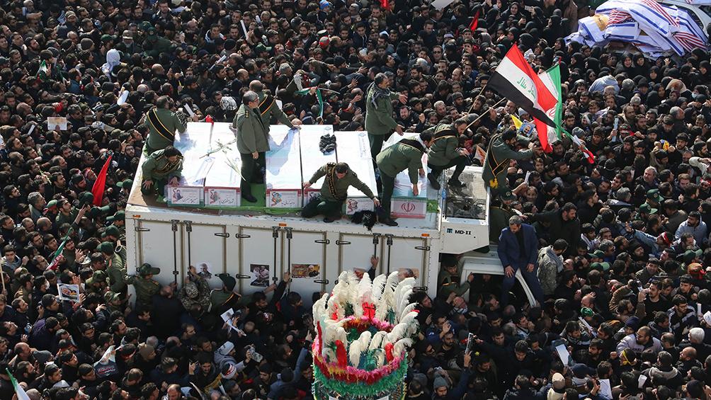 Una marea humana despide en Teherán a Soleimani