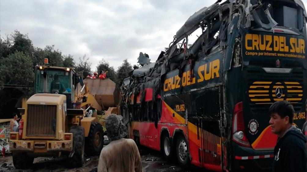 Asciende a 16 el número de muertos por el vuelco de un ómnibus en Arequipa