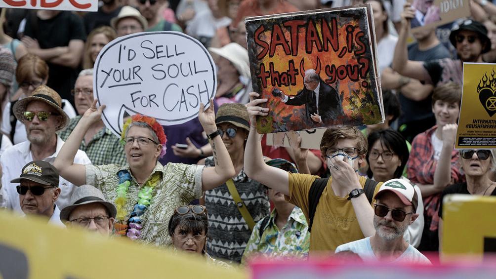 Protestas en varias ciudades para exigir acciones contra los incendios