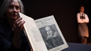 El histórico ejemplar de Shakespeare que se subastará a partir de 4 millones ya llegó a Londres