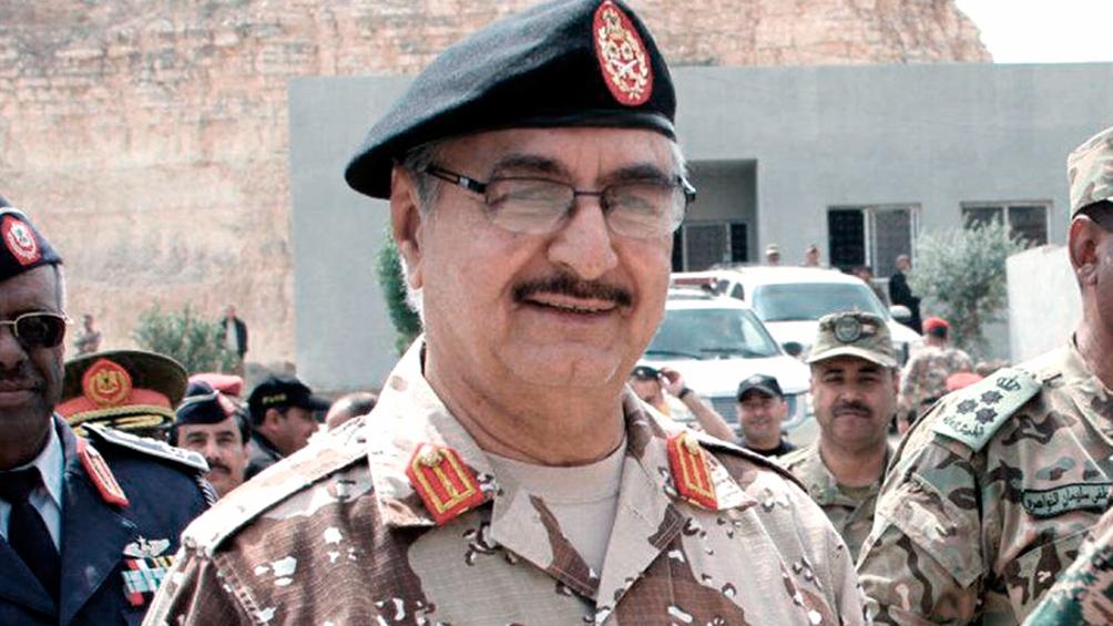 Hafter condiciona un alto el fuego al desarme de las milicias que apoyan al gobierno