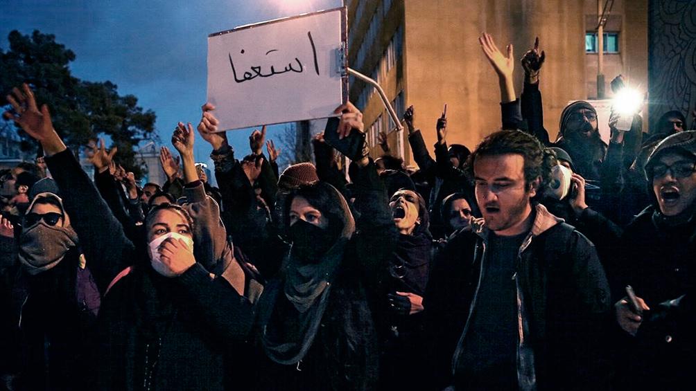 Los estudiantes protestan nuevamente contra el gobierno tras el derribo del avión