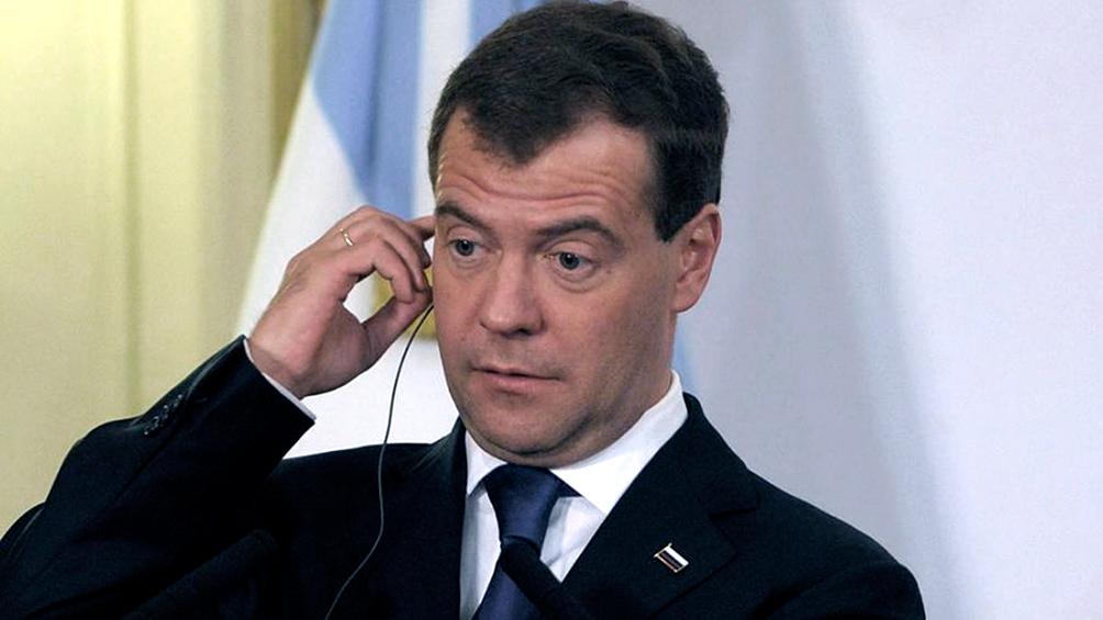 Medvedev renuncia a la jefatura del Gobierno ruso