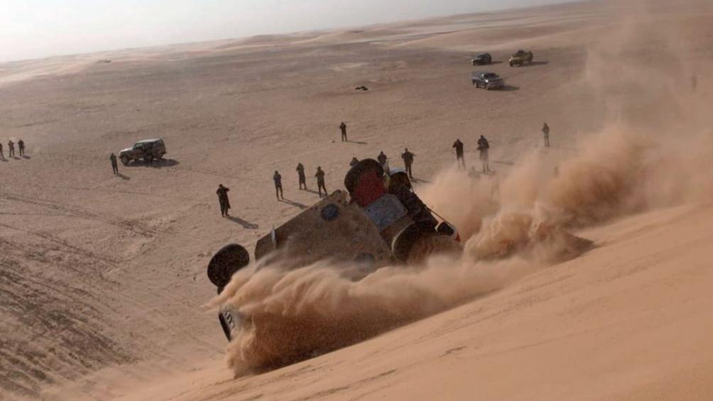 El español Fernando Alonso volcó en el Dakar, salió ileso y sigue en la competencia