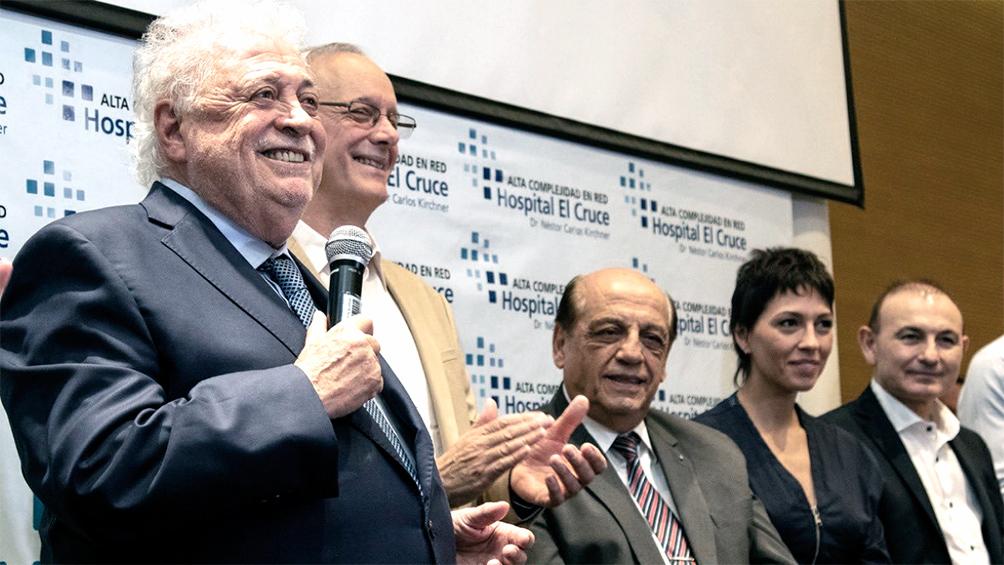 González García y Gollan junto al nuevo consejo de administración de Hospital El Cruce