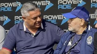 """Maradona y """"Chiqui"""" Tapia se encontraron en el predio de Ezeiza"""