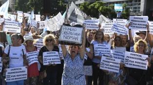 Cientos de personas realizaron un acto por la muerte de Nisman con críticas al Gobierno