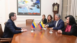 "Duque acusó a Maduro de amparar ""grupos terroristas"" en Venezuela, tras recibir a Guaidó"