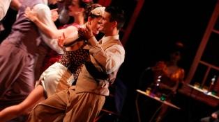"""""""Bien de tango"""" festeja 20 años sobre el escenario aunando música y baile"""