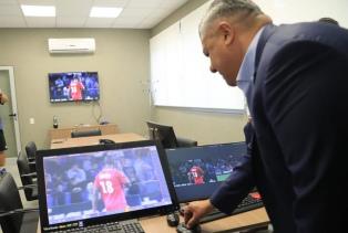 Los árbitros argentinos se capacitan sobre el sistema VAR