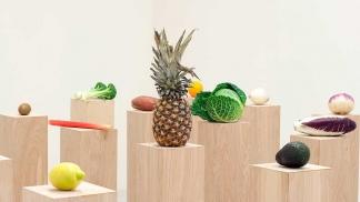 Resultado de imagen para Un museo neoyorquino exhibe frutas y prepara una ensalada como parte de una muestra