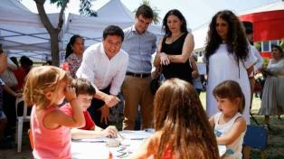 Arroyo y Ghi entregaron tarjetas Alimentar en Morón