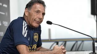 Russo probó con Villa y Soldano como compañero de Tevez