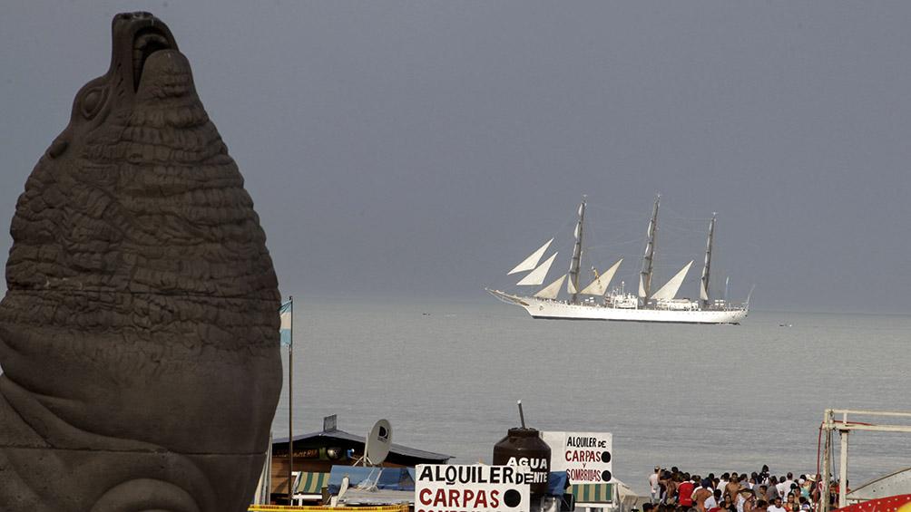 La llegada de la Fragata Libertad a Mar del Plata en fotos
