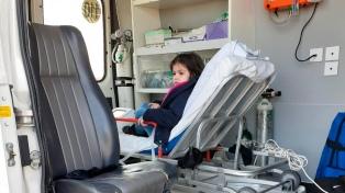 Trasladan a una niña electrodependiente en avión sanitario a su hogar