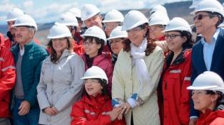 Cristina Fernández acusó a Macri de haber paralizado obras en las represas de Santa Cruz