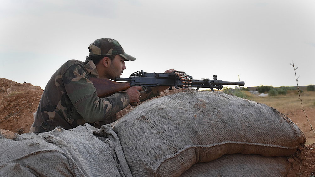 Fuego cruzado entre sirios y turcos en Idleb dejó decenas de muertos