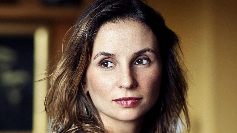 Petra Costa, la cineasta candidata al Oscar tildada de