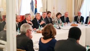 """Fernández, ante unos 40 empresarios franceses: """"Con Macri vivimos un 2001 por goteo"""""""