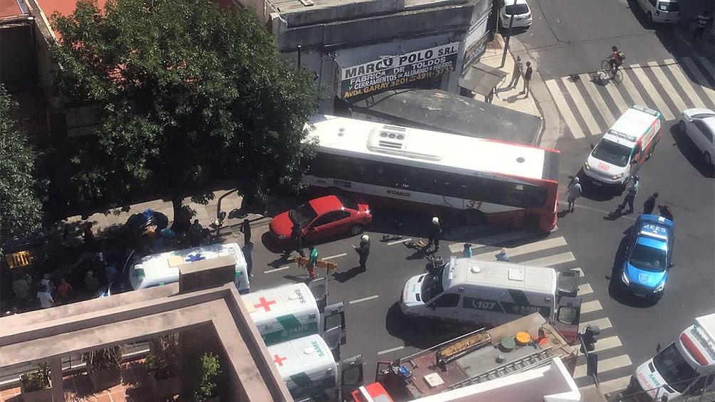 Doce heridos deja choque entre un colectivo y un camión en San Cristóbal