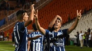 Godoy Cruz se reencontró con el triunfo ante Huracán
