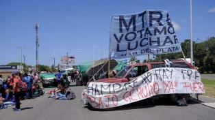 Organizaciones sociales cortaron el tránsito en un tramo de ruta 2