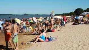 Sol, playa, deportes e historia, los atractivos de San José