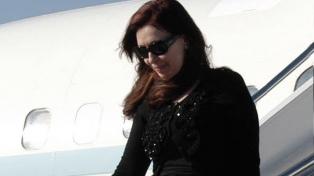 Cristina Kirchner volvió al país luego de visitar en Cuba a su hija Florencia
