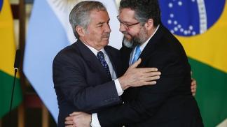 Los cancilleres Solá y Araújo