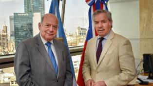 Solá recibió a Insulza y cuestionaron a la OEA bajo el liderazgo de Almagro