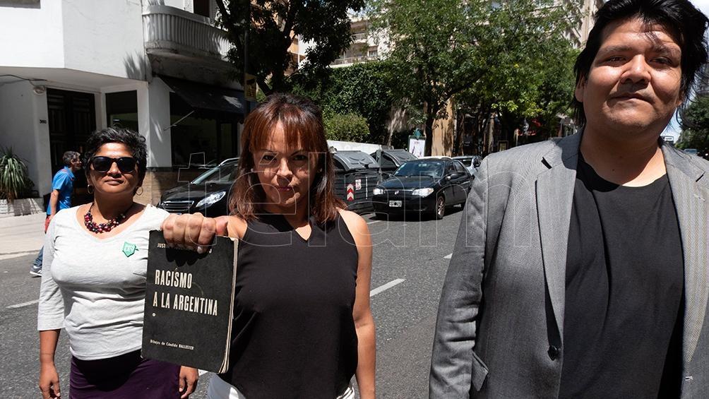 DANIELA RUIZ, EN EL CENTRO, JUNTO A  SANDRA HOYOS Y ALEJANDRO MAMANI