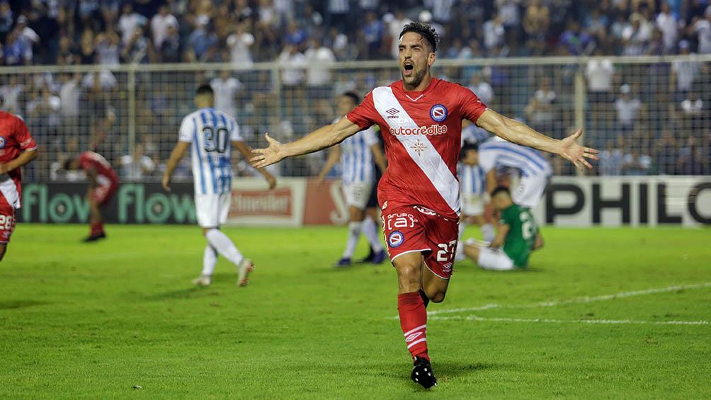 Argentinos Juniors busca la clasificación ante Sport Huancayo