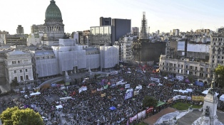 "Diputadas de diferentes bancadas participaron del ""pañuelazo"""