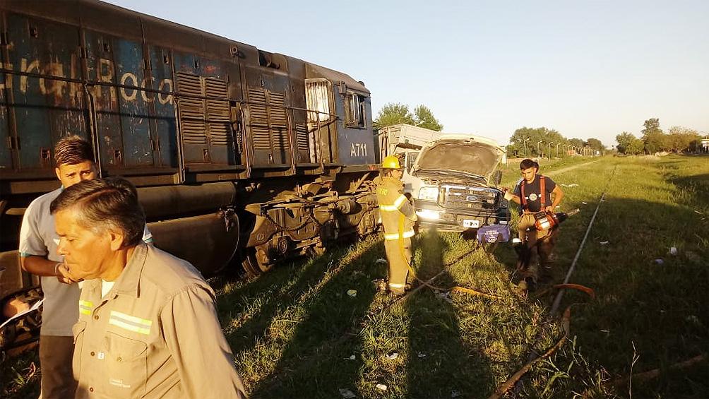 Accidente: ocho heridos al chocar un camión y una formación del tren Mitre