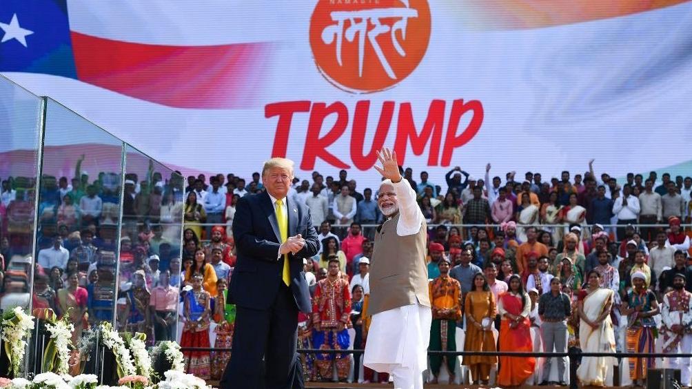 Trump llegó a la India para una visita oficial de dos días