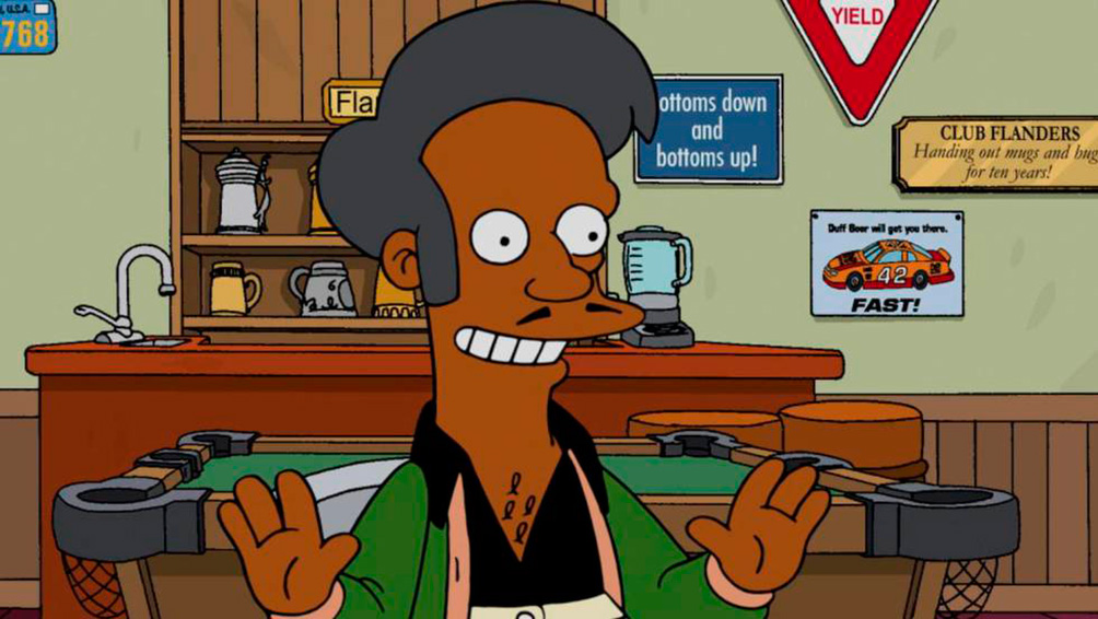 Por las críticas al personaje, Hank Azaria le deja de prestar su voz a Apu
