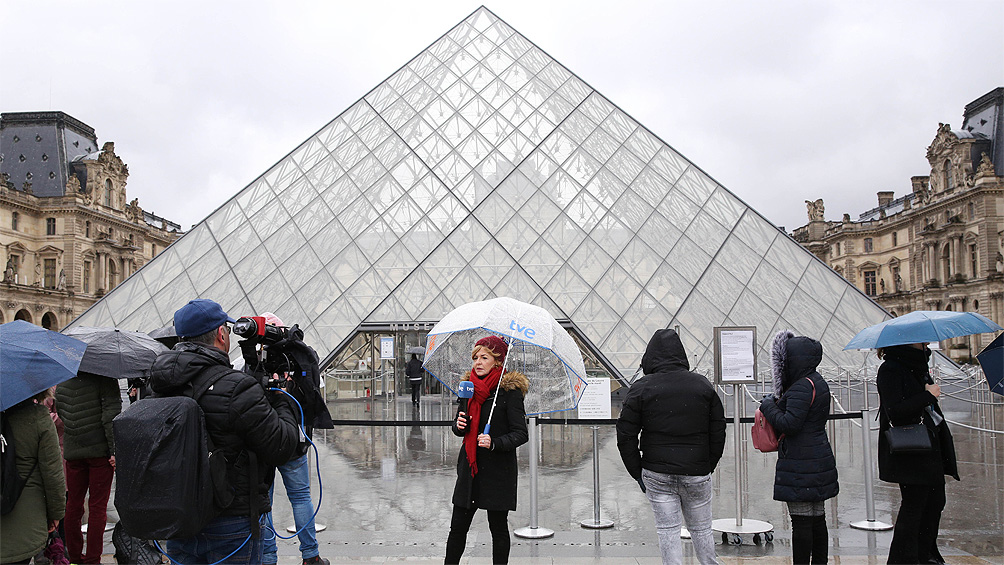 Tras cerrar por temor al coronavirus, el Museo del Louvre reabrió sus puertas